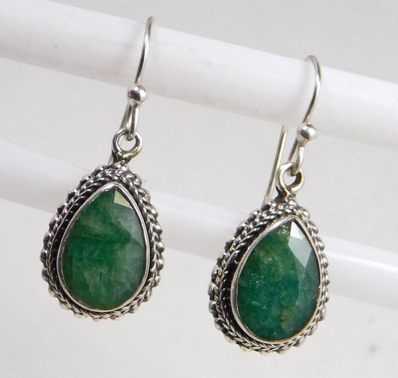 kortingscode uk goedkope verkoop goede service Zilveren oorbellen gezet met Emerald in bewerkte setting