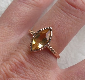 Vergulde ring marquise Citrien in gehamerde setting 18 mm