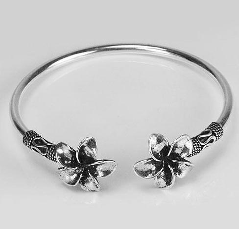 zilveren armband / bangle met bloemen | zilveren armbanden